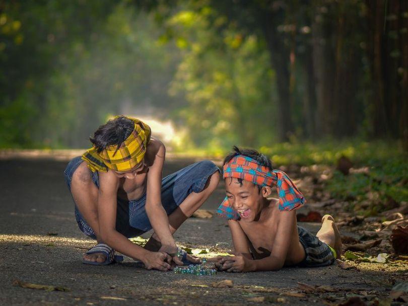 Fun with my best friend by aburizchi Indonesia 5e8f3cd3e3e34  880 - As 50 fotos profissionais mais alegres de 2020!