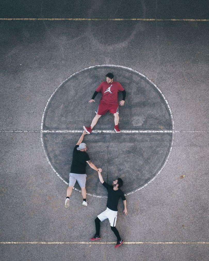 Hang in there by pherrography Switzerland 5e8f3cfb72178  880 - As 50 fotos profissionais mais alegres de 2020!