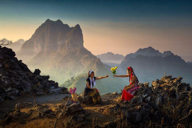 Happiness by naingtunwinbagan Myanmar 5e8f3d05a50fa  880 - As 50 fotos profissionais mais alegres de 2020!