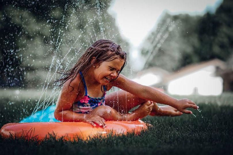 Having fun on a summers day on the slip and slide by hwilson8 USA 5e8f3d111dc8b  880 - As 50 fotos profissionais mais alegres de 2020!