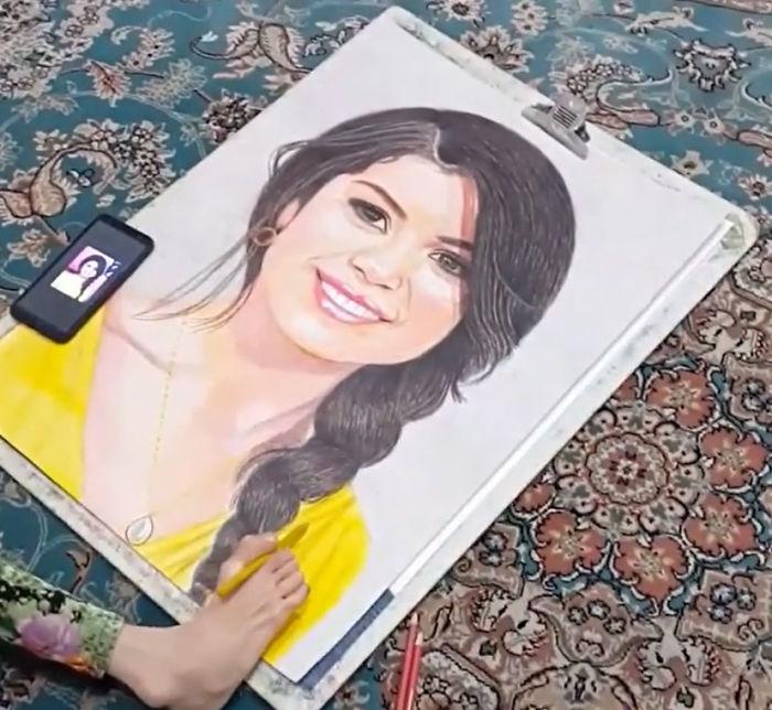 Iranian artist is thrilling the world by painting portraits with his feet 5ea7eaf736d83  700 - Você não vai acreditar! Artista desafia a deficiência desenhando com o pé