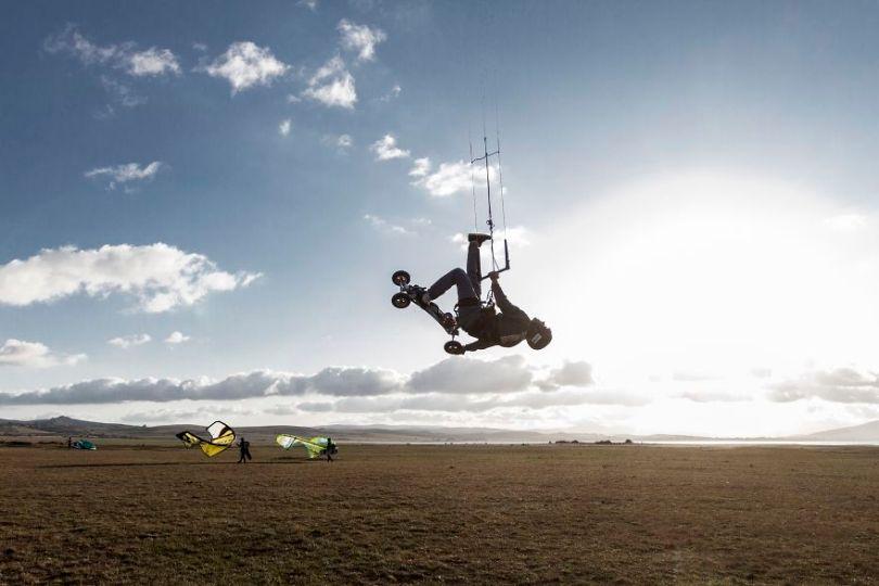 Kite mountain by davidgonzalezarnaiz Spain 5e8f3d31265a9  880 - As 50 fotos profissionais mais alegres de 2020!