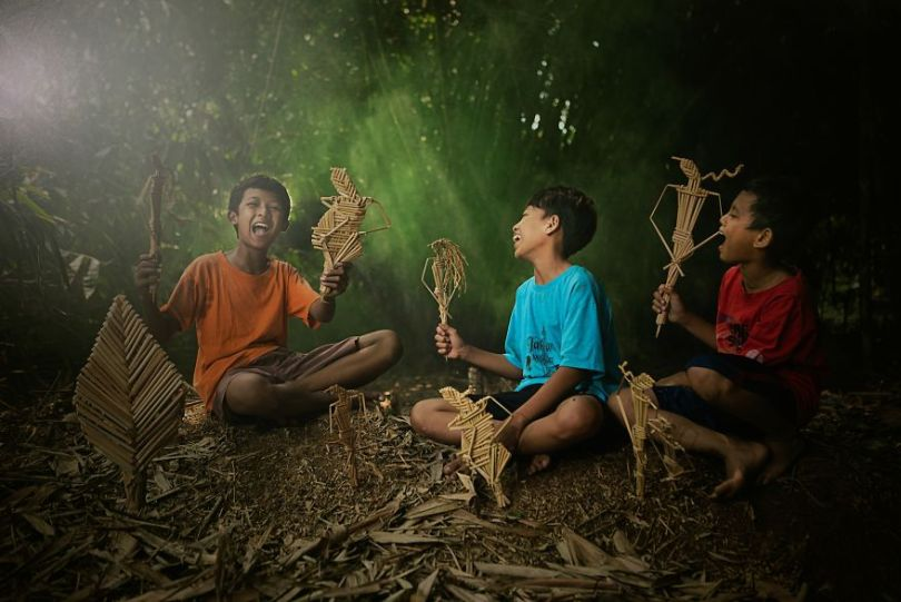 Playing with the puppets by dikyedarling Indonesia 5e8f3d47be6db  880 - As 50 fotos profissionais mais alegres de 2020!