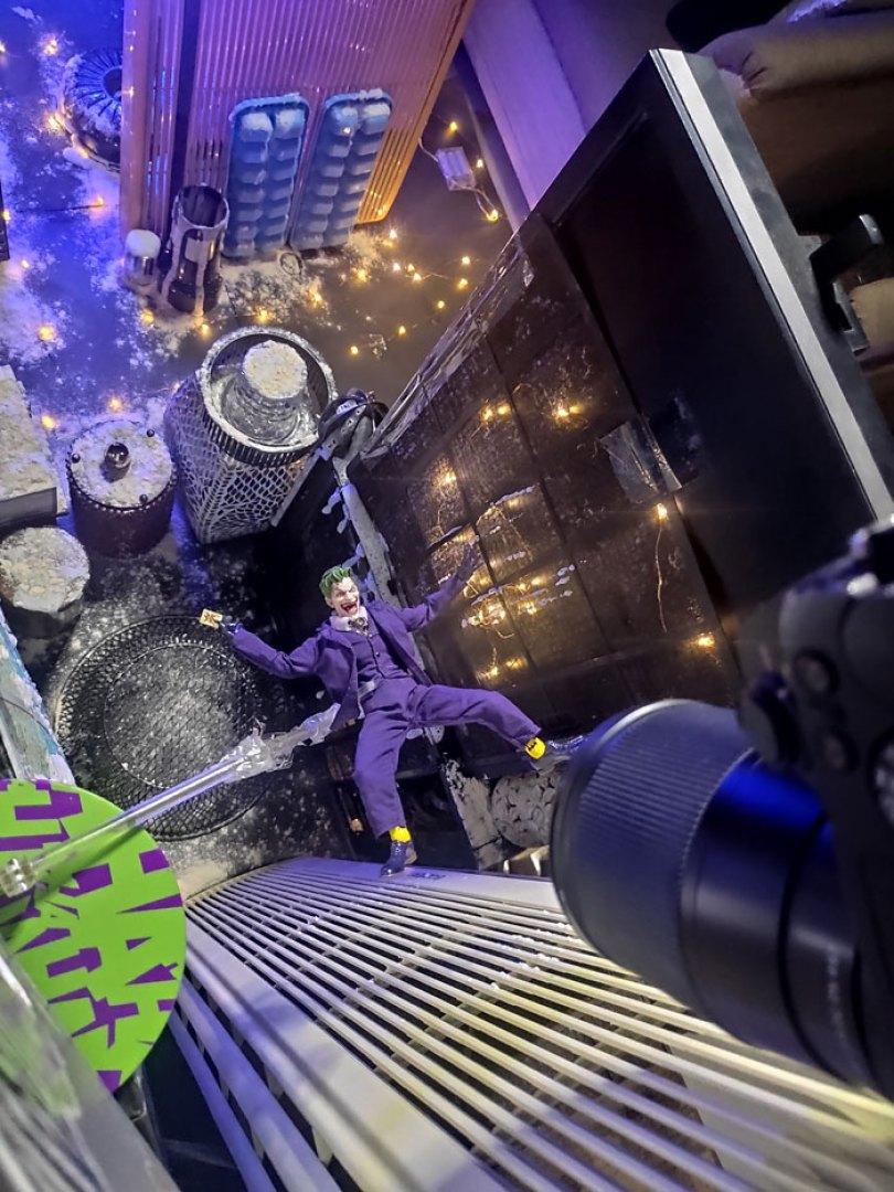 toy joker figurine photo using household items 2 5ec66176b2c1a  700 - Foto Impressionante - Você não vai acreditar como ele fez esta foto!