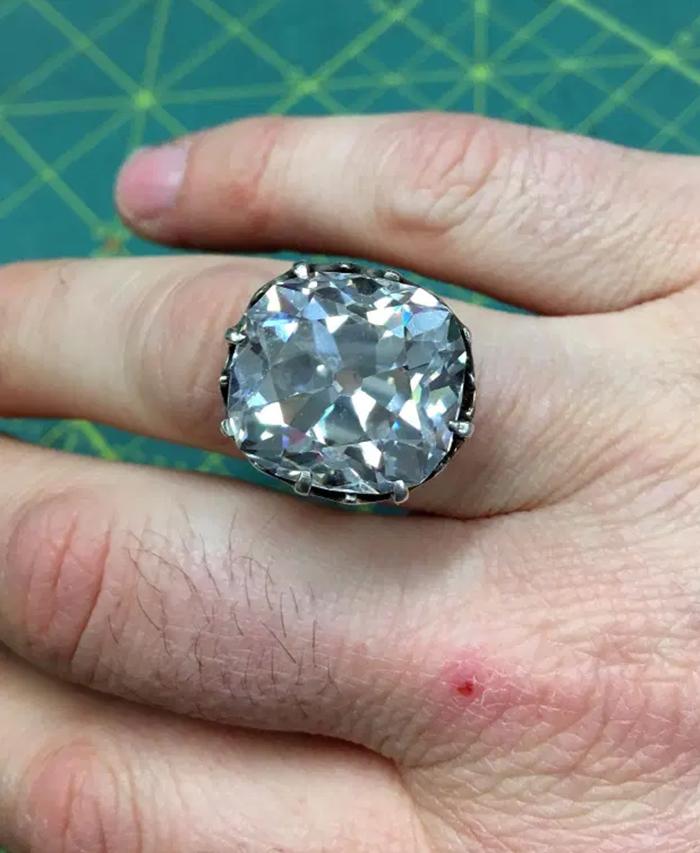A diamond ringworth $607K