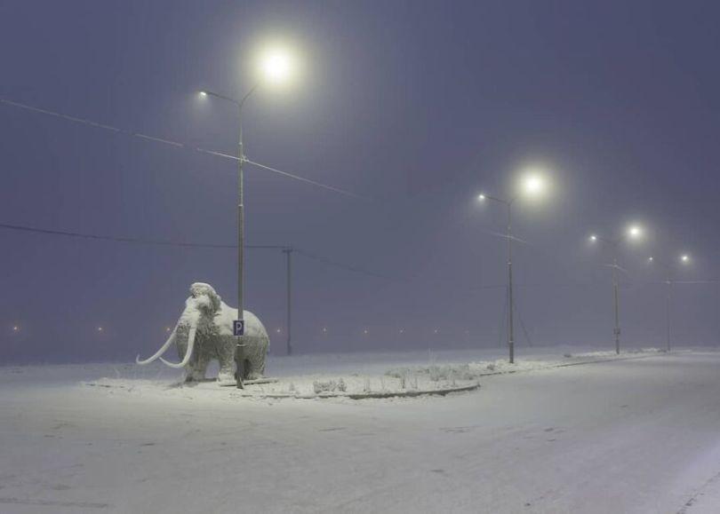 Photographer Alexey Vasiliev shows the daily life of Russias coldest region 6037554f5f9a5  880 - Qual a menor temperatura já registrada na Terra?