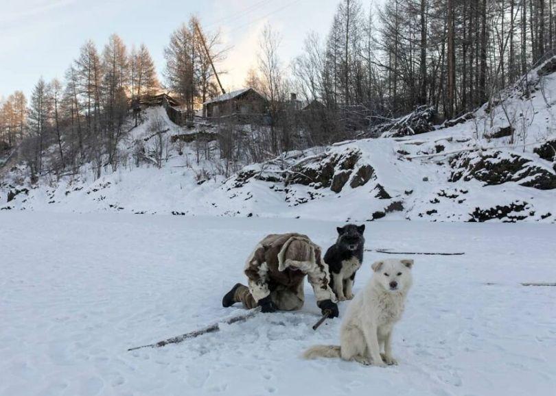 Photographer Alexey Vasiliev shows the daily life of Russias coldest region 6037558b2db42  880 - Qual a menor temperatura já registrada na Terra?