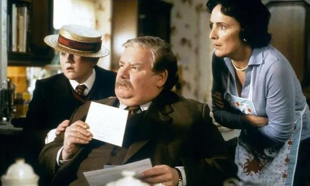 Thinking That Dumbledore's A Bastard For Knowingly Leaving Harry To Live With The Dursleys