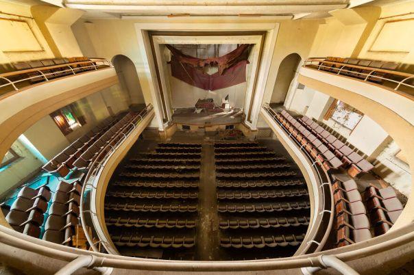 Futuro Theater, Italy