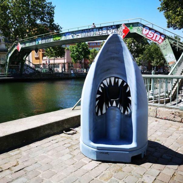 Le Requin Urinoir Au Canal St Martin Paris🦈🦈 #oakoak #streetart #urbanart #requin #paris #canalsaintmartin #canalstmartin #urinoir #shark #montana94