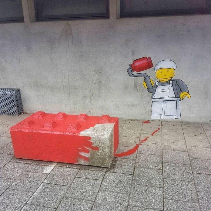 Большой художник LEGO в Бетуне для @festival_les_petits_bonheurs #oakoak #street #urban #urbanart # mtn94 #streetart #lego #big #painter #bethune