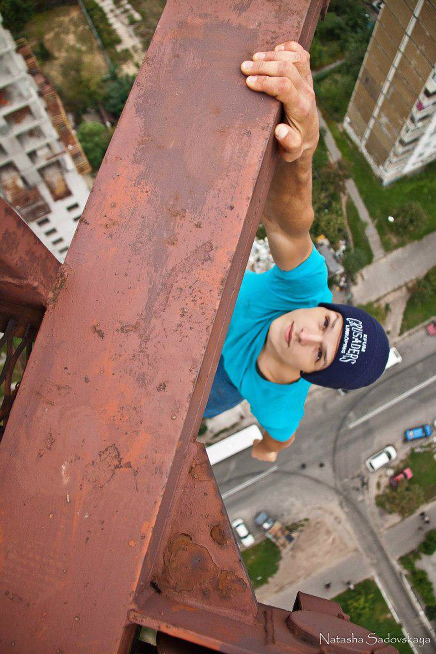 Dizzying Photos Of Ukrainian Daredevil Hanging From Tall Buildings Bored Panda