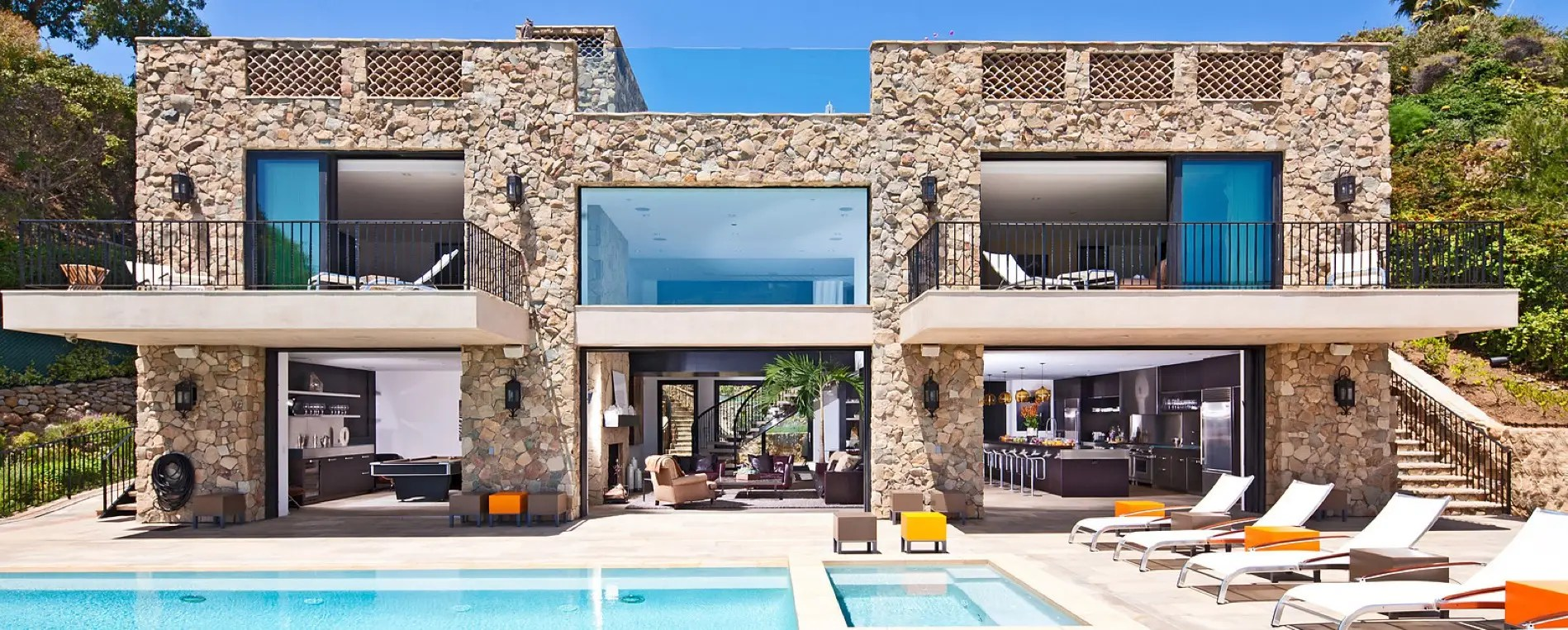 The glass walls allow you to see straight through the house.