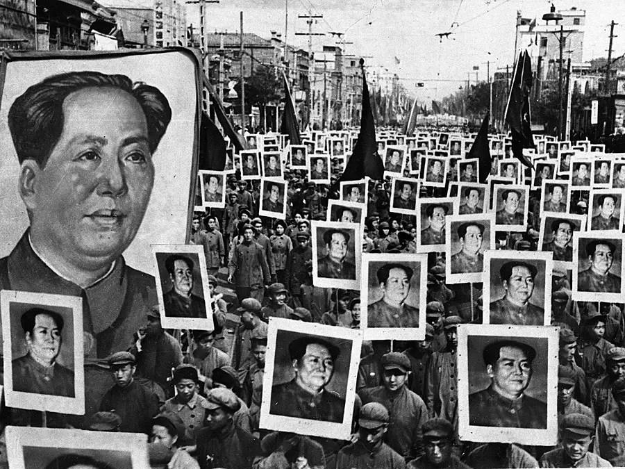 Коллективизации сельского хозяйства началось еще при Мао.  К 1962 году почти все сельскохозяйственные угодья были коллективизация.