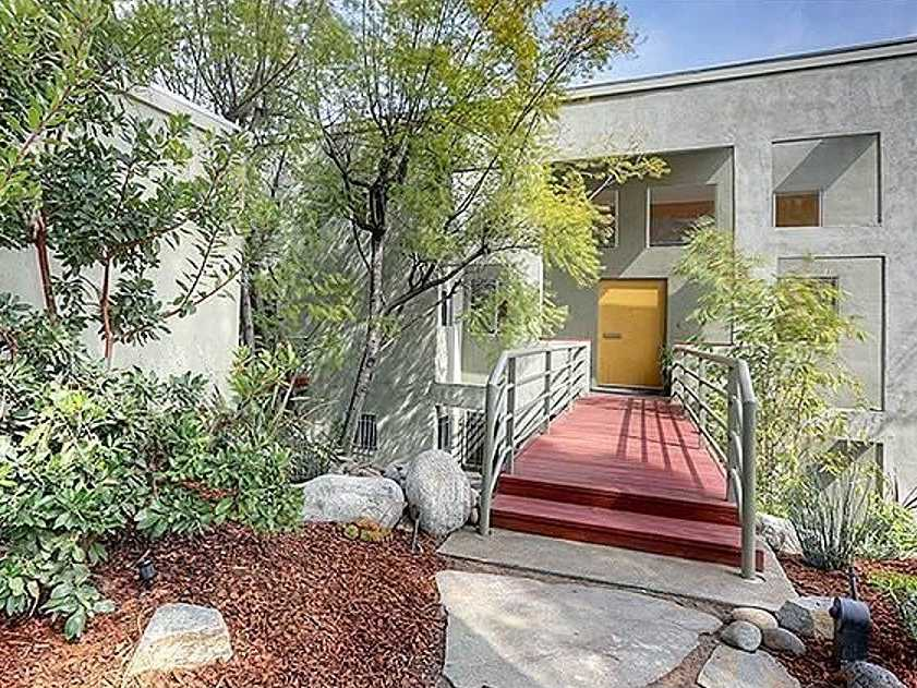 Los Angeles, Calif.: $1.1 million buys a 3,003-square-foot house with four bedrooms, hardwood floors, and views of the city.