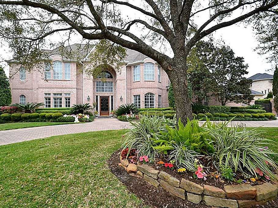 Houston, Texas: $1.04 million gets you a 6,225-square-foot home with five bedrooms, three fireplaces, and a private pool.