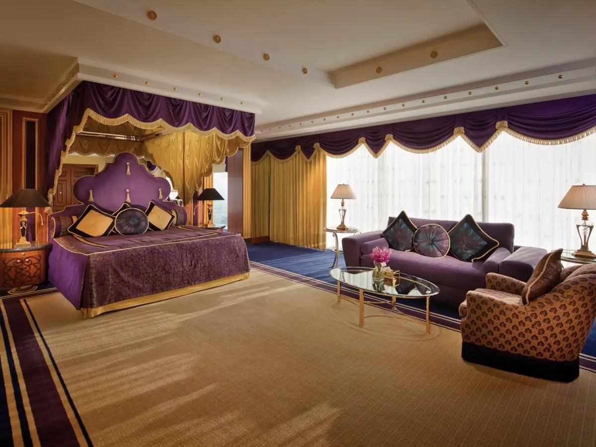 La mayoría de las habitaciones tienen camas king size con sábanas de lujo.