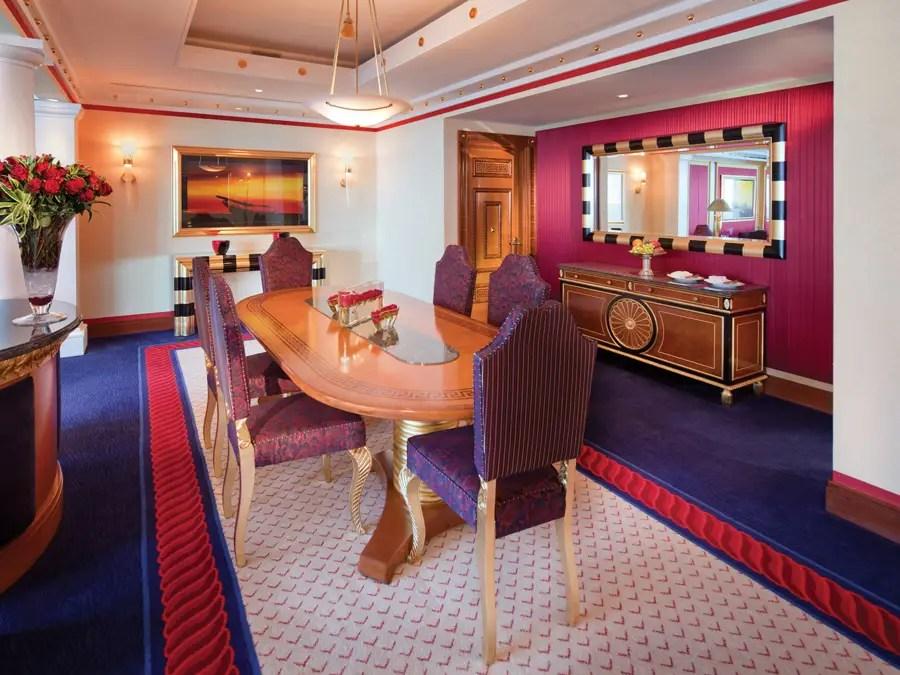 Otras suites tienen comedores completos.