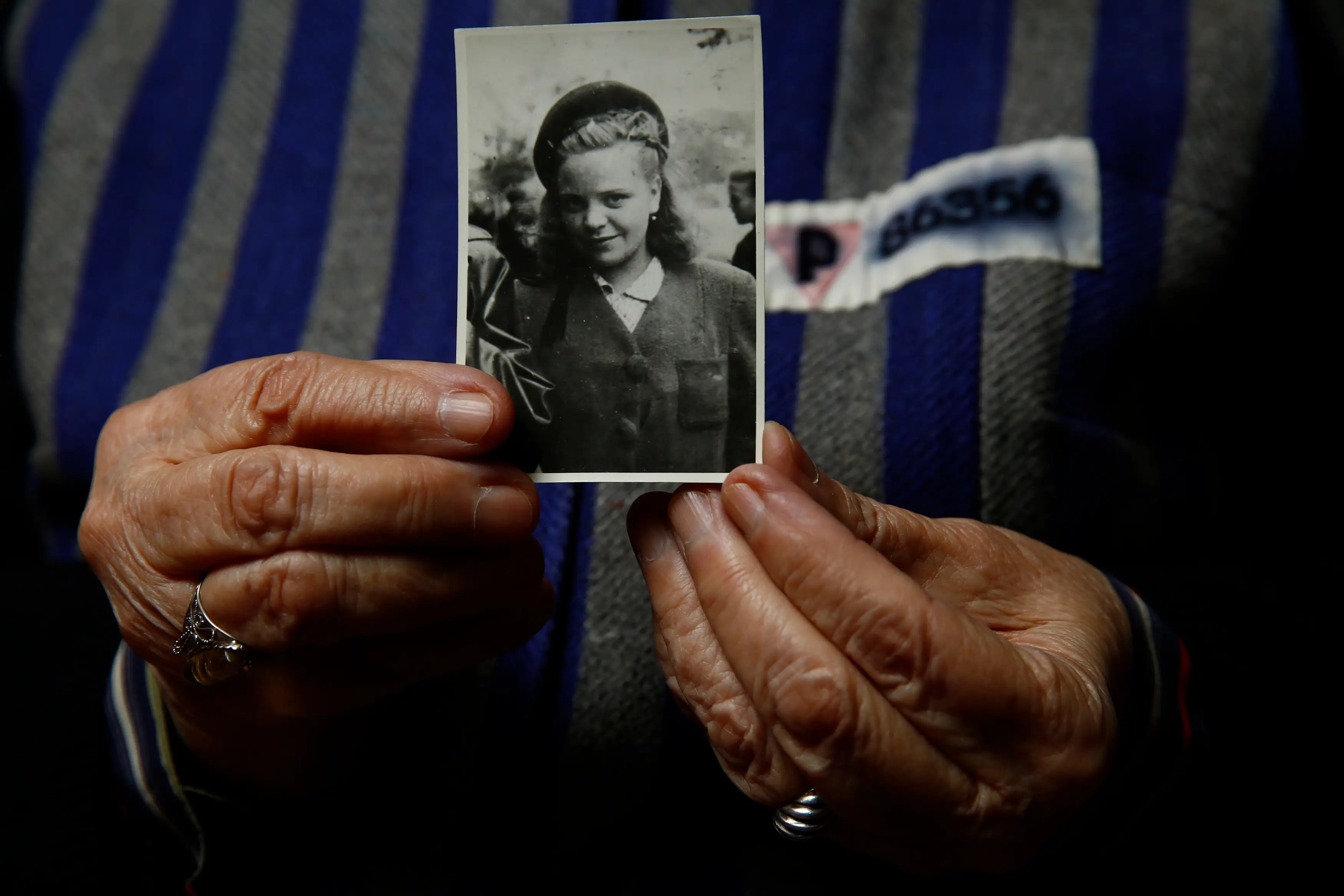 Moving Photos Of Survivors Of Auschwitz 70 Years After