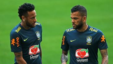 FC Barcelone, PSG – Mercato : Alves fait une confidence qui va énerver Neymar