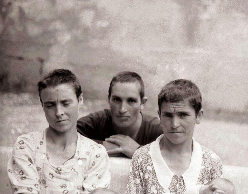 Mujeres republicanas rapadas y marcadas con cruces. Fundación para la recuperación de la memoria histórica
