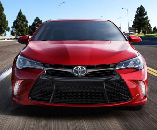 2017 Toyota Camry xle front