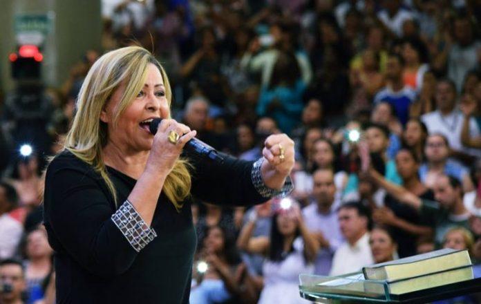 Shirley Carvalhaes celebra 40 anos de carreira