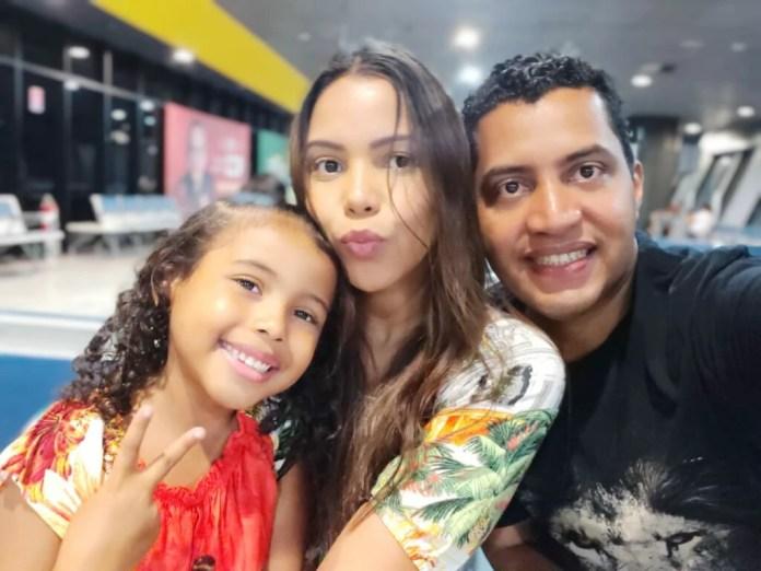 Dobson, Amanda e Mel: a família a espera de um milagre
