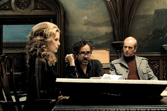 Michelle Pfeiffer, Jonny Lee Miller, Tim Burton în Dark Shadows