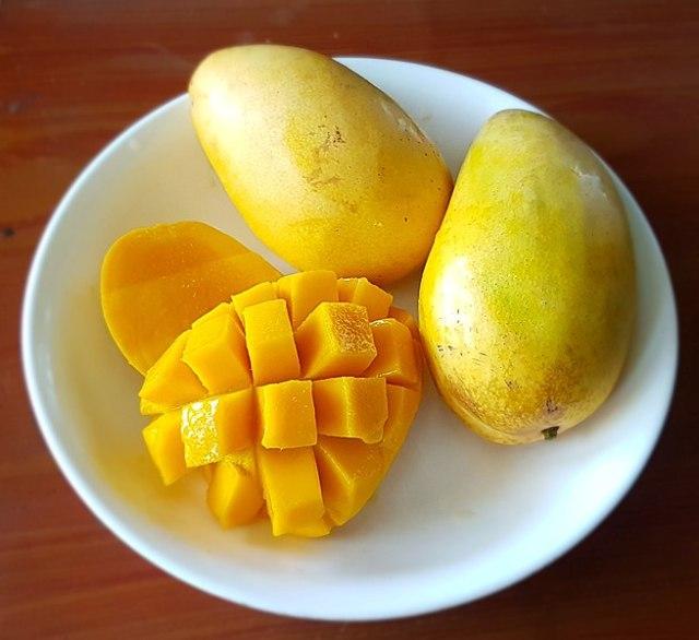 655px-Carabao_mangoes_(Philippines).jpg