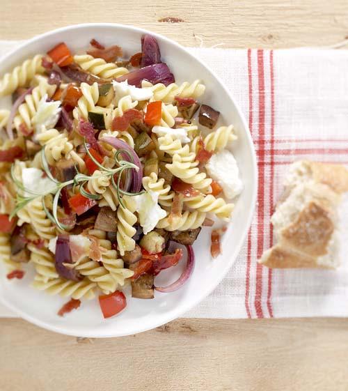 spirellis aux legumes d ete et a la pancetta croquante