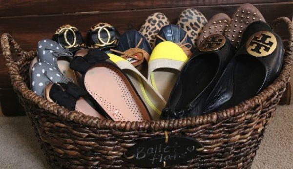un boite ou un panier pour ranger ses chaussures plates