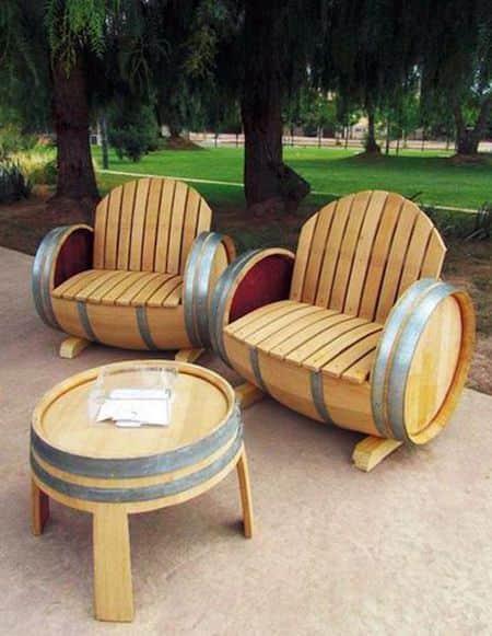 ces tonneaux recycles en mobilier de jardin