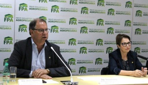 Governo. Ao lado da ministra da Agricultura, Tereza Cristina, Alceu Moreira discursa como novo presidente da FPA