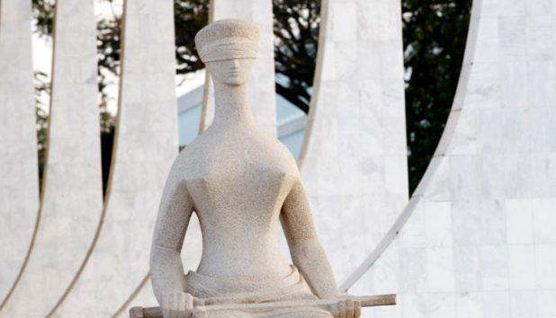 Estátua da Justiça, na porta do Supremo Tribunal Federal (STF) [Fotografo]Supremo Tribunal Federal via Flickr[/fotografo]