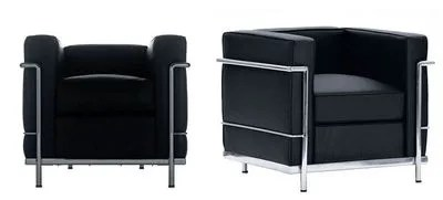 A gauche : l'original, à droite : la copie.  Entre l'authentique et la contrefaçon, des proportions à l'épaisseur des coussins en passant par la structure (coudée sur la fausse), tout diffère. L'original, signé Le Corbusier, Perriand et Jeanneret, et édité par Cassina, vaut 4 155 €.