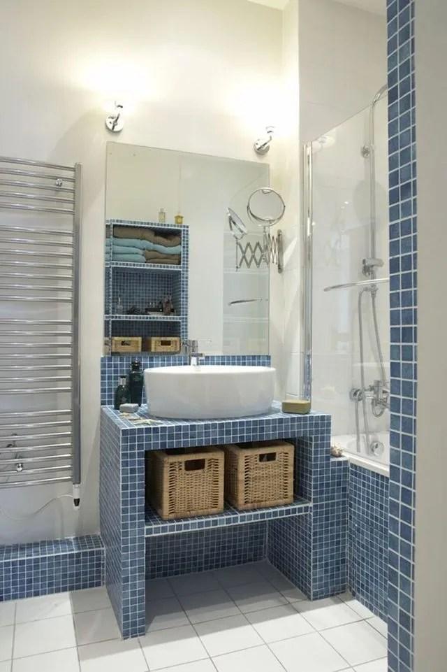 bleu dans la salle de bains 10