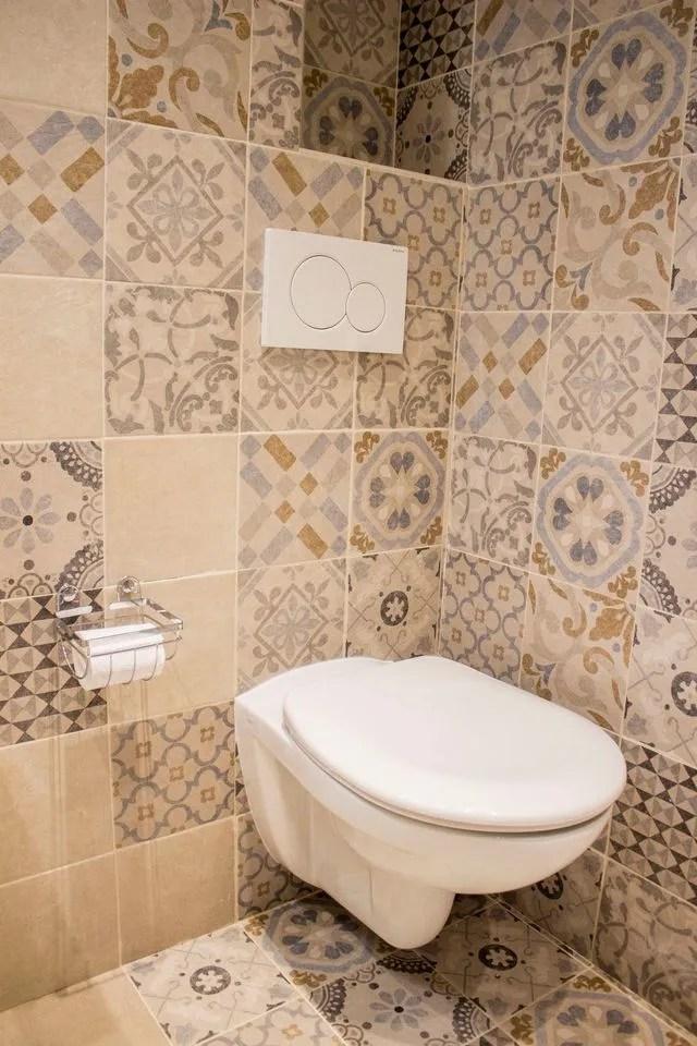 Deco Wc Du Carrelage Pour Des Toilettes Styles Cote Maison