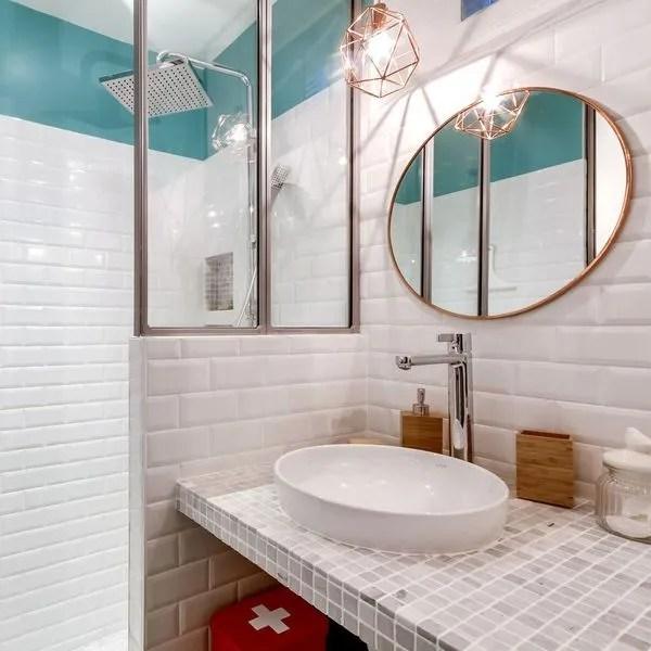 agrandir une petite salle de bains avec demi verriere cote douche