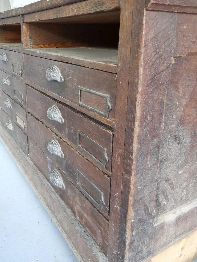 poncer et restaurer un meuble ancien