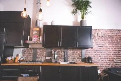 cuisine en noir et bois cote maison