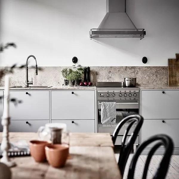 agrandir une cuisine sans meuble haut avec un air de campagne