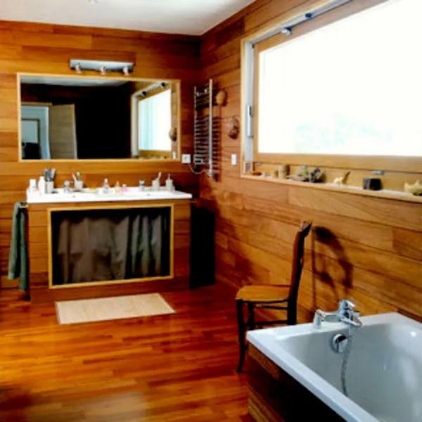 12 salles de bains de bois vetues