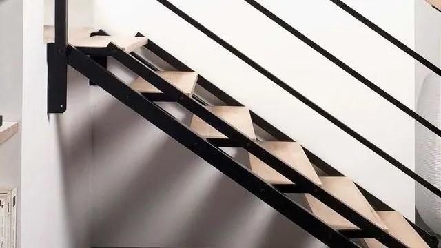 Escalier Droit En Colimacon A Pas Japonais Gain De Place Cote Maison
