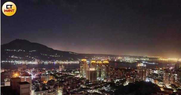 夜景實拍照:Note20 Ultra相機感光度非常強,整張夜景照亮度充足。(圖/戴嘉芬攝)