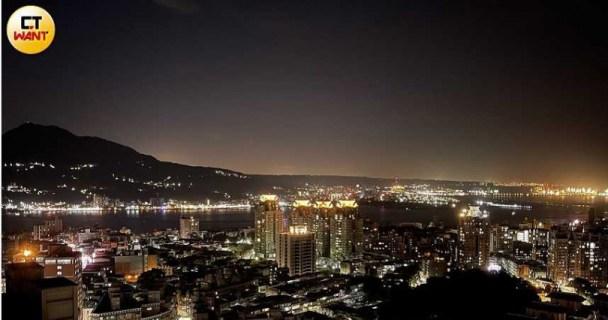 夜景實拍照:iPhone 12 Pro Max夜景照反映出真實場景,不會太暗,也沒有過曝情形。(圖/戴嘉芬攝)