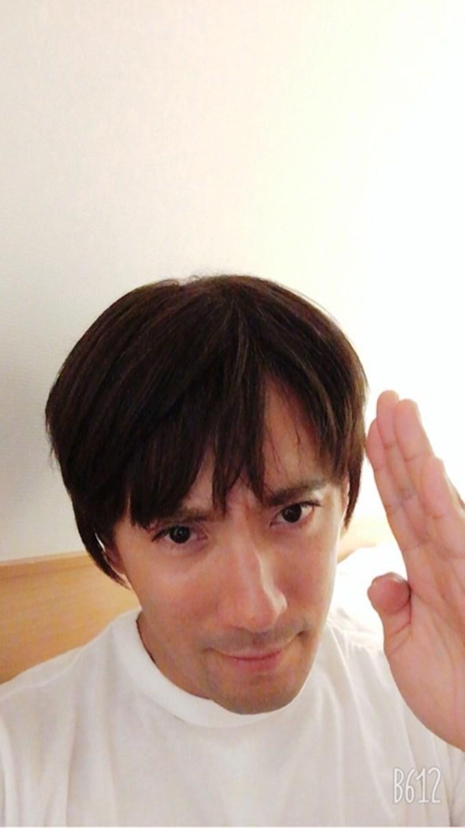 【辛いときこそ前向きに】 市川海老蔵さん、闘病中の麻央さんのウィッグをかぶる
