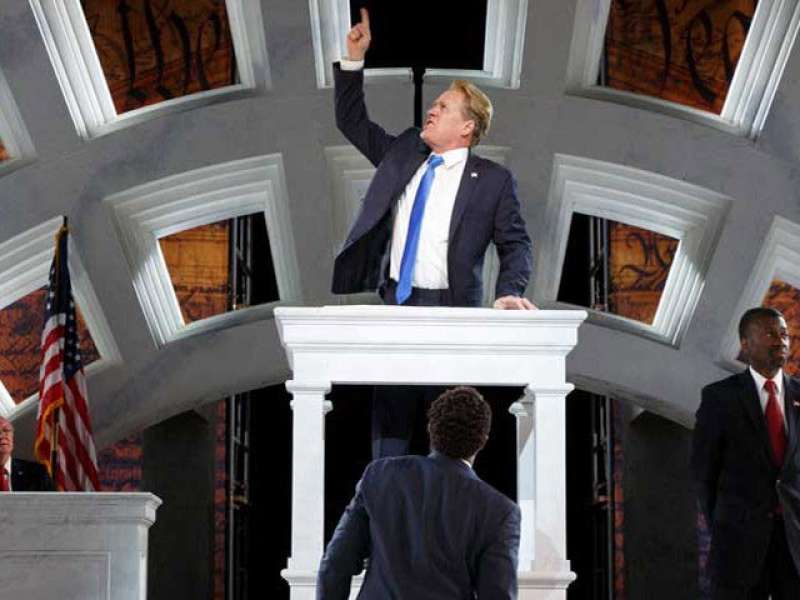 shakespeare in the park a new york in cui si ammazza un simil trump