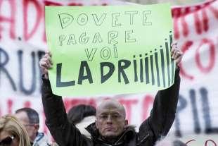 protesta dei risparmiatori davanti a bankitalia 2