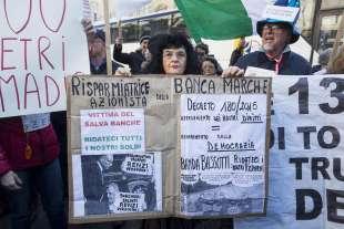 protesta dei risparmiatori davanti a bankitalia 8